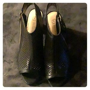 New Bella Vita black heels 7 1/2